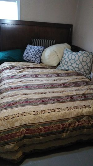 Solid wood queen size bed well made pretty heavy 100$obo for Sale in Tampa, FL