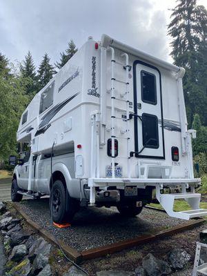Northern Lite 9-6QSE Truck Camper 2019 for Sale in Kirkland, WA