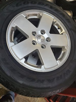 275 65 18 with jeep wrangler wheels for Sale in Tampa, FL