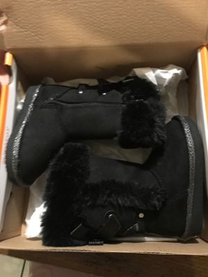 New lil girl boots size 5T for Sale in Fresno, CA