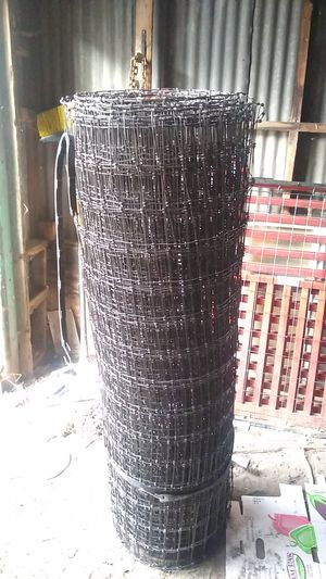 Red brand non climb 12.5 Gauge black fence 100ft. for Sale in Klamath Falls, OR