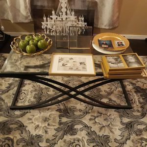 Coffee table and End table set for Sale in Covina, CA