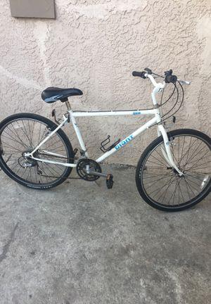 GIANT (medium) bike for Sale in Stockton, CA