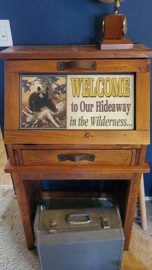Big Sky Carvers Desk for Sale in Diamond Springs, CA