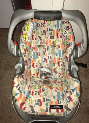 Car seat with base for Sale in Oxon Hill, MD