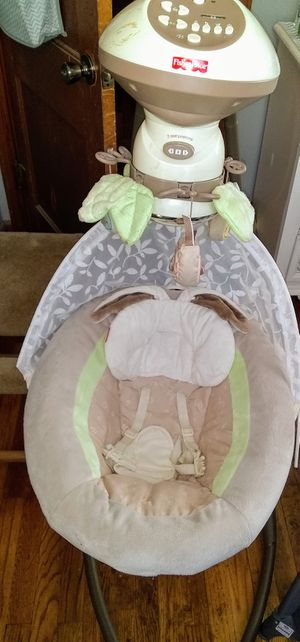 Baby swing Fisher Price for Sale in Newton, IA