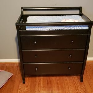Baby Crib, Mattress, Changing Station/Dresser for Sale in Acworth, GA