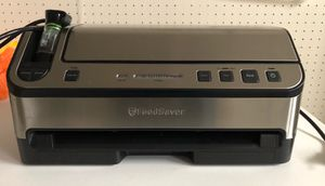FoodSaver 2-in-1 Automatic Vacuum Sealing System for Sale in Cleveland, OH