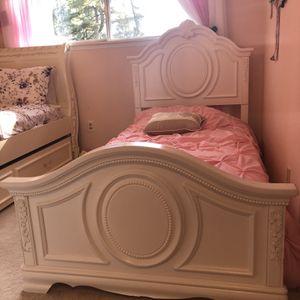 Beautiful white twin bedroom set for Sale in Newcastle, WA