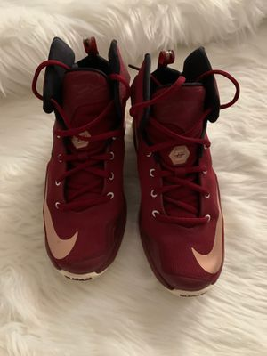 Nike LeBron James size 4 1/2Fit a woman size 6 for Sale in Cleveland, TN