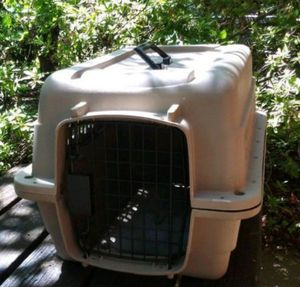 Pet carrier in good condition for Sale in Charlotte, NC