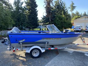 Boat Crestliner 16 ft for Sale in Tacoma, WA