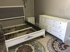 Queen bedroom set for Sale in Andover, KS