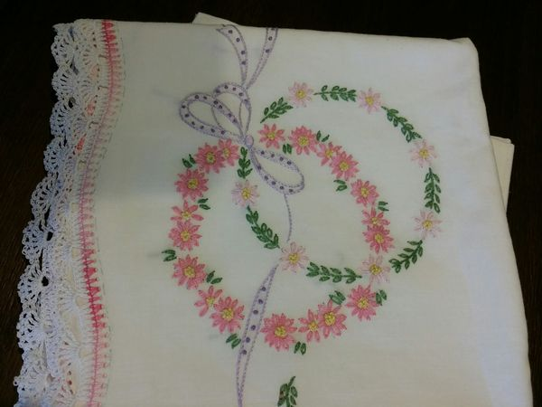 VINTAGE PILLOWCASES EMBROIDERED AND LACE