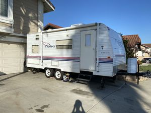 """Travel Trailer 18"""" foot ft 2003 White excellent condition for Sale in Buena Park, CA"""