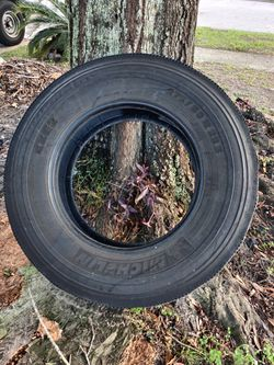 Tire 275/80R 22.5 for Sale in Orlando,  FL