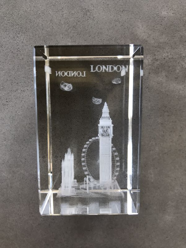 London scene - lights up (4inch high) in gift box