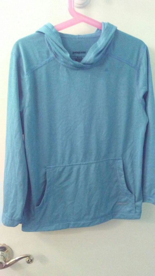 Patigonia boys 5-6 hoodie light blue .
