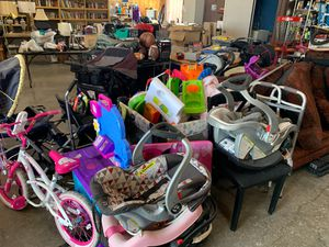 Baby carseats and toys for Sale in Killeen, TX