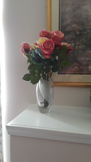 A gorgeous bouquet of flowers with the vase for Sale in Walled Lake, MI