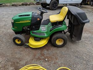 John Deere Lawn Tractor with Bagger for Sale in Oregon City, OR