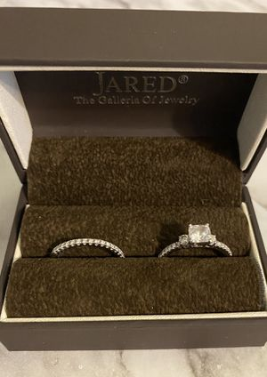 Engagement ring set with band, brand new, 14k, size 7.5 for Sale in Marion, IA
