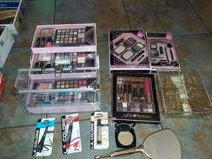 Assortment of brand new make up and beauty products everything u see 20 doll for Sale in Las Vegas, NV