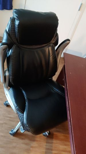 Computer desk and chair for Sale in Everett, WA