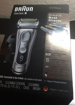 Braun Electric Shaver for Sale in Cape Coral,  FL