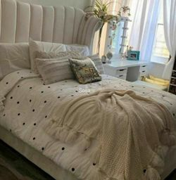 ♦️Fast Delivery 💐Flora Velvet White Queen Platform Bed 🌺New for Sale in Silver Spring,  MD