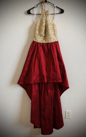Long dress size 7/8 can be used graduation pictures/prom/ wedding location horizon $25 for Sale in El Paso, TX
