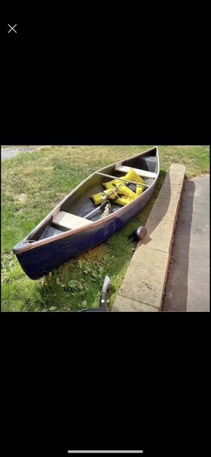 11ft 2 person canoe for Sale in Everett, MA