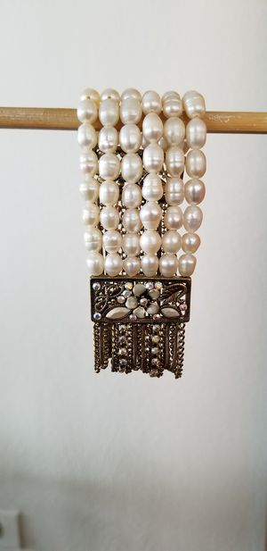 Beaded elastic pearl bracelet. for Sale in Chicago, IL