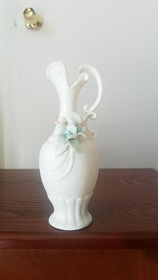 Fine Quality Lenwile China Ardalt Bud Vase Japan Verithin Porcelain Bisque