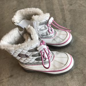 Kids Girl Snow Boots Size 10 for Sale in Trabuco Canyon, CA