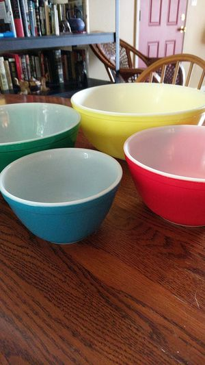 Nesting Pyrex bowls set of 4 for Sale in Chillicothe, IL
