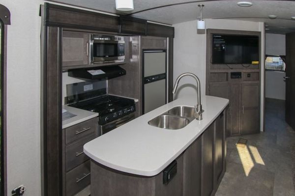 Camper Trailer - 1.5 bath, bunkhouse floorplan, extreme weather package, full amenities!