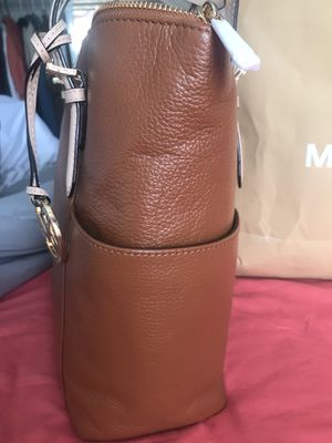 🌻🌻$150 FIRM// 💰 AUTHENTIC MICHAEL KORS BROWN/GOLD ALL LEATHER HANDBAG for Sale in Rialto, CA