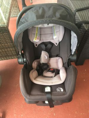 City baby jogger car seat with base for Sale in Opa-locka, FL