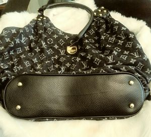 Louis Vuitton Bag for Sale in Fairburn, GA