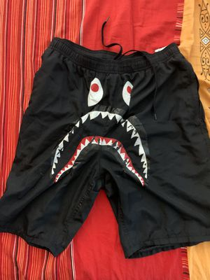 Bape shorts size L black for Sale in Los Angeles, CA