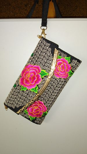Decorative Rose stitch wristlet for Sale in Dublin, OH