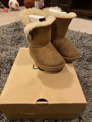 Kids UGG boots toddler size 9 for Sale in Montclair, CA