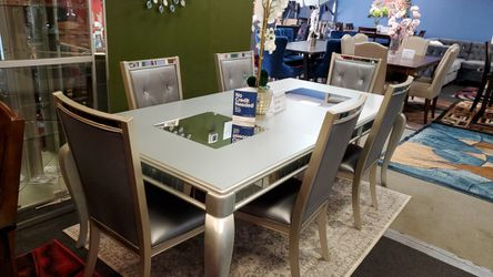 Comedor 6 Chairs for Sale in Everett,  WA