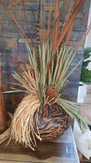 Abstract floral arrangement centerpiece for Sale in Miami, FL