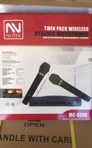 Dual wireless microphone set/brand new/set doble de microfonos inalambricos for Sale in Perris, CA