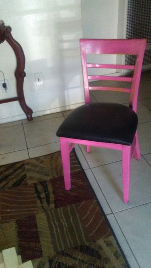 Pink and black desk and chair for Sale in Fresno, CA