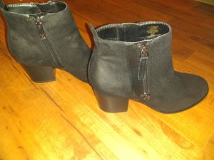 Girls boots size 5 for Sale in Denison, TX