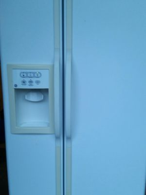 Side x side refrigerator 4 months warranty for Sale in Alexandria, VA