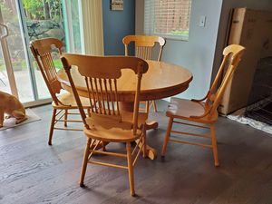 Kitchen table and chairs for Sale in Auburn, WA